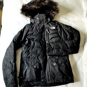 North Face puffy jacket good for skiing snowboard